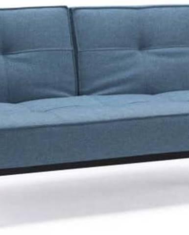 Světle modrá rozkládací pohovka s dřevěnou podnoží Innovation Splitback Mixed Dance Light Blue