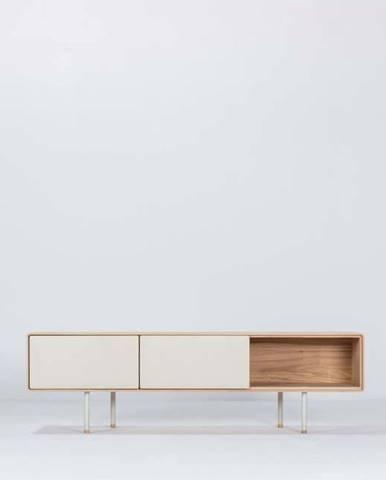 Bílý TV stolek z dubového dřeva Gazzda Fina, šířka 160 cm