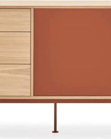Cihlově červená komoda v dubovém dekoru Teulat Yoko, šířka 180 cm